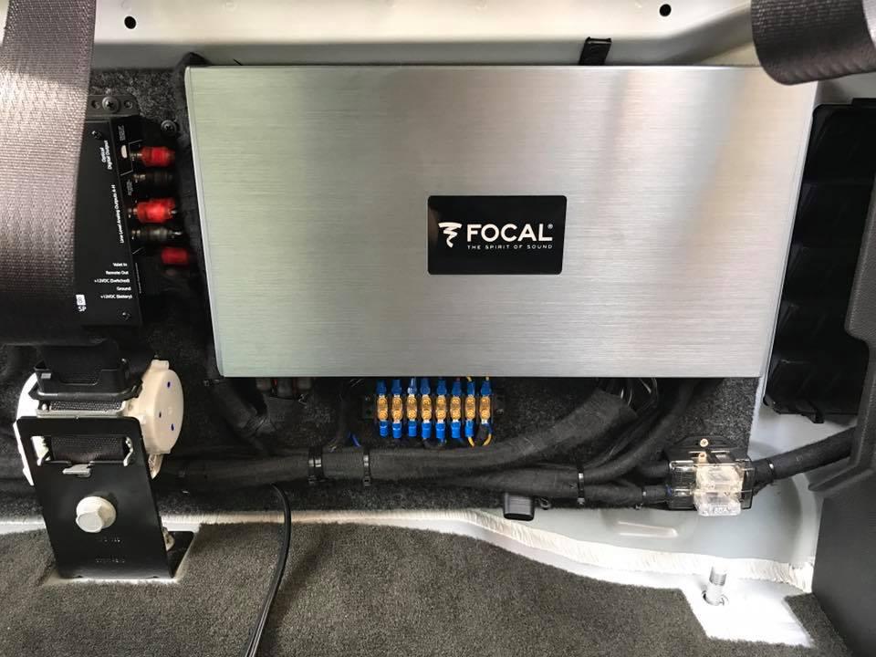 gmc sierra  focal  speakers focal amplifers jl